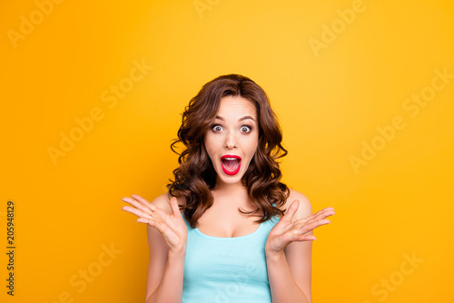 Portrait of scared mad girl yelling with wide open mouth isolated on yellow background Tableau sur Toile