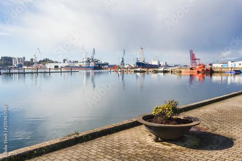 Tuinposter Poort Vilagarcia de Arousa commercial harbor