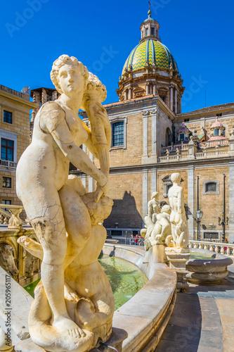 Foto op Plexiglas Palermo The pretoria fountain in Palermo, Sicily, Italy