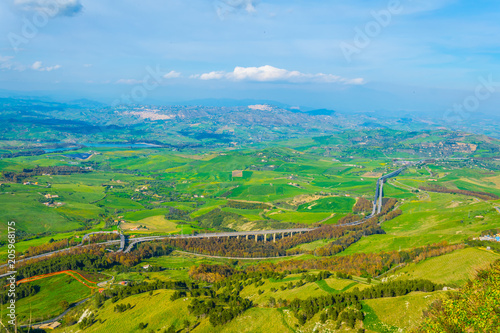 Foto op Plexiglas Turkoois nature in the central Sicily with Calascibetta village, Italy