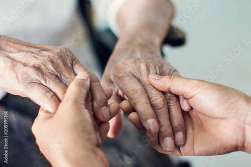 Fotomural  Close up hands of helping hands elderly home care
