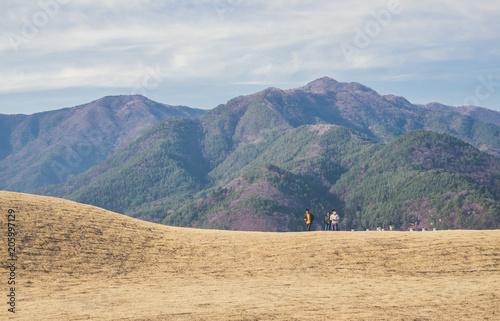 Photo  Touristes japonais en randonnée dans les montagnes