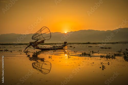 Foto  Suset im See Inle Myanmar