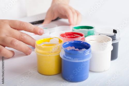 Cuadros en Lienzo A small child opened gouache paints