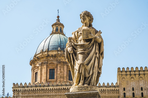 Staande foto Palermo Famous cathedral church of Santa Rosalia and statues of Sant'Oliva in Palermo, Sicily island in Italy.