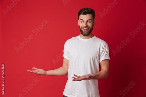 Fotografía  Emotional young handsome man showing copyspace.