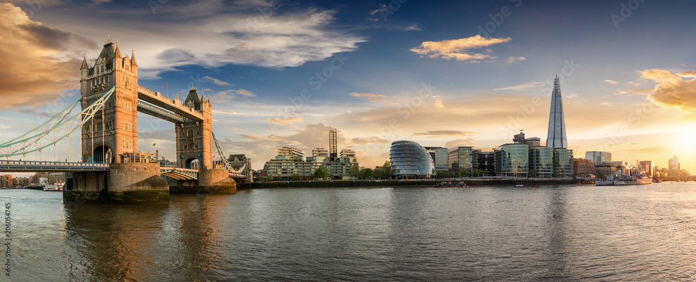 Fototapety, obrazy: Die Skyline von London bei Sonnenuntergang: von der Tower Bridge bis zur London Bridge