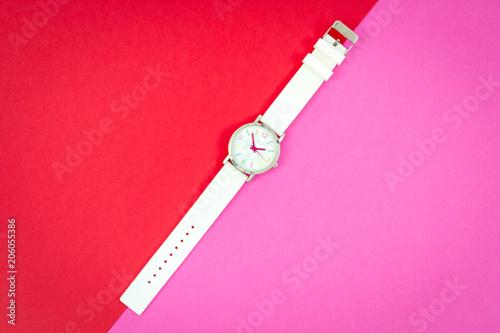 Cuadros en Lienzo fond de couleurs avec une montre