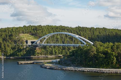In de dag Noord Europa Bright day and bridge in the Stockholm archipelago