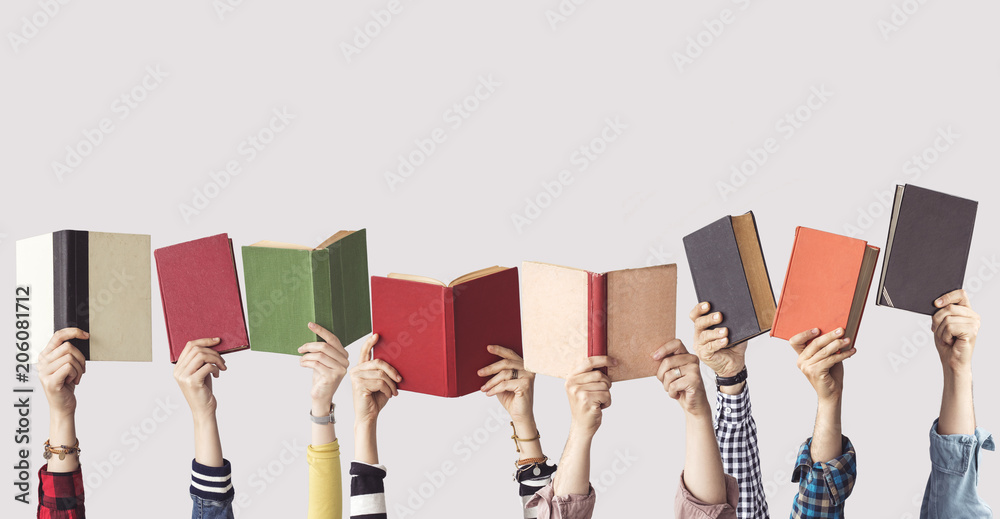 Fototapety, obrazy: The hands of people hold books