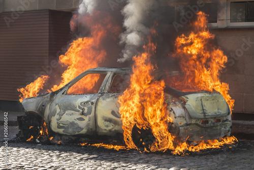 In de dag Vuur / Vlam Burning car