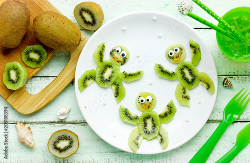 Cute kiwi turtles for healthy kid snack