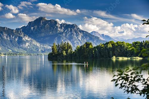 Staande foto Europese Plekken Deutschland, Allgäu, Forggensee, Panorama mit 2 Standup Paddlern