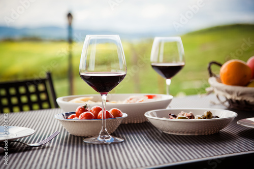 Deurstickers Toscane lunch with a view - table against beautiful landscape in Tuscany
