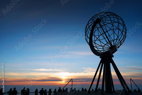 Foto op Plexiglas Noord Europa Midnight Sun on Nordkapp, Norway