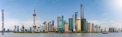 Foto op Aluminium Shanghai Panorama der Wolkenkratzer von Shanghai in China an einem sonnigen, klarem Tag