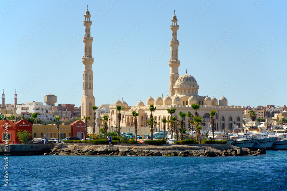 Fototapeta Seascape with a mosque on the shore of the harbor in the Arab city. Hurghada, Egypt