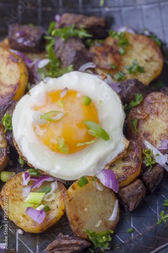 Keuken foto achterwand Gebakken Eieren Spiegelei auf Gröstl