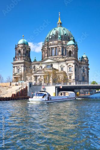 Zdjęcie XXL Katedra w Berlinie lub Berliner Dom z mostem przez Szprewę