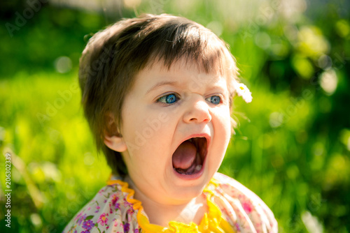 Little girl with open mouth Tapéta, Fotótapéta