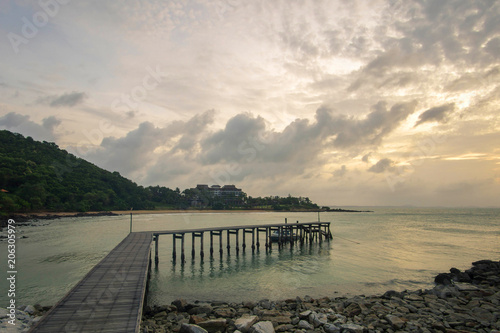 Spoed Foto op Canvas Inspirerende boodschap beautiful sunrise wooden bridge seascape thailand
