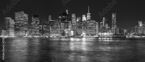 Foto op Aluminium New York New York City skyline reflected in the East River at night, USA.