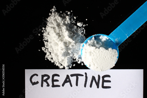 Fotografia  Creatine powder and a small spoon