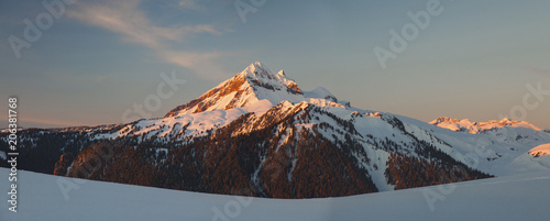 In de dag Ochtendgloren Panoramic view of snowcapped mountains against sky during sunrise at Garibaldi Park