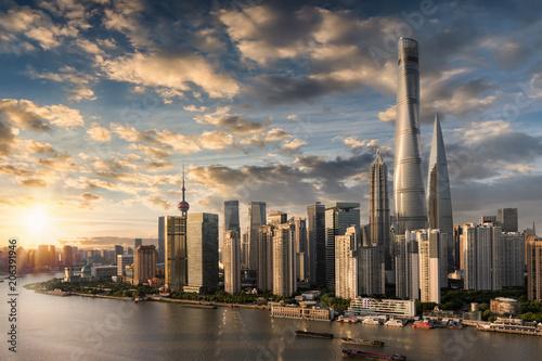Foto op Aluminium Shanghai Sonnenuntergang über der chinesischen Metropole Shanghai am Huangpu Fluss