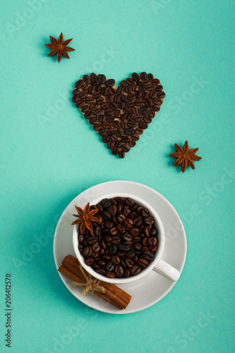Photo Cup of coffee seeds cinnamon anis coffee hearts
