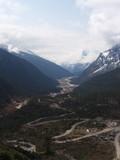 Fototapeta Do pokoju - Road Trip to Yumthang Valley ,Sikkim INDIA , 15th APRIL 2013 : Yumthang Valley, Sikkim: Breathtaking Terrain, Rhododendrons and Snowline