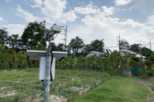 Anemometer & Meterological Weather Station For Monitoring Wind Speed, Humidity In Farm Land