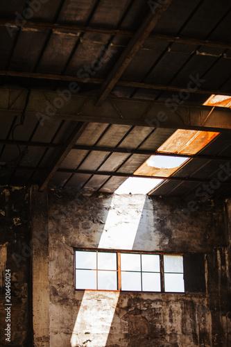 Papiers peints Les vieux bâtiments abandonnés Abandoned building in a port.