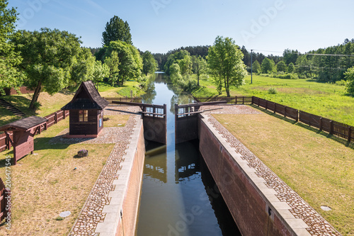 Poster de jardin Canal gateway lock sluice drawbridge construction on river, canal for passing vessels at different water levels