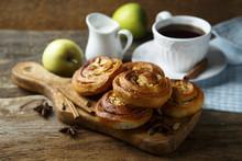 Homemade Apple And Cinnamon Ro...