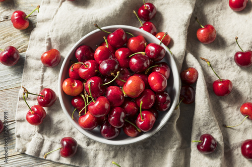 Photo Raw Red Organic Cherries