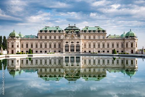Wien Schloss Belvedere Teich mit Spiegelung Wallpaper Mural