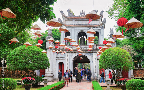 Photo sur Toile Lieu de culte Courtyard of Temple of Literature in Hanoi