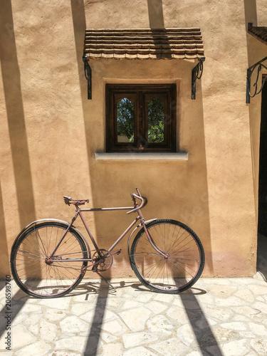 Deurstickers Fiets Vintage bike against brown wall. Classic retro bike against brown wall with little window.