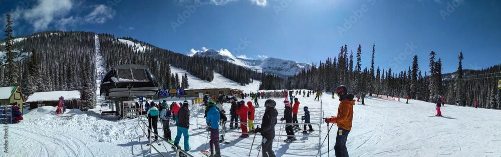 Fototapeta People waiting for chairlift at Sunshine Village Ski Resort, Banff National Park