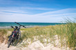 Fahrräder am Strandaufgang, Urlaub an der Ostsee