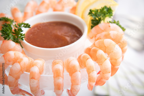 Photo shrimp cocktail in white background