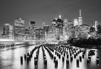 Panel Szklany Nowy York Black and white picture of the New York City at night, USA.