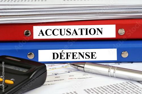 Photo Dossiers accusation et défense