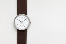 Minimalist Wristwatch White Di...