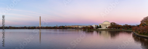 Foto op Canvas Historisch geb. Jeffeerson Memorial and Washington Monument reflected on Tidal Basin in the evening, Washington DC, USA. Panoramic image