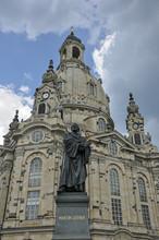 Pomnik I Kościół Barokowy