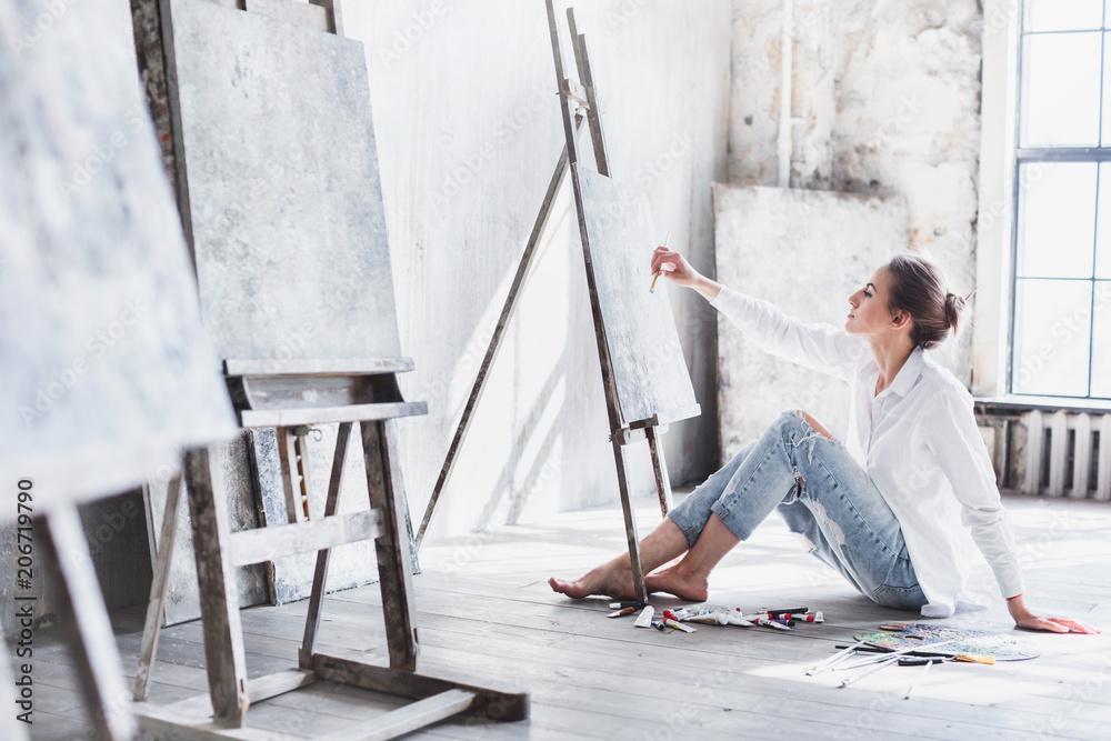 Fototapety, obrazy: Female student having classes at art studio, to draw.