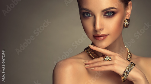 Fotografie, Obraz  Beautiful girl with set jewelry
