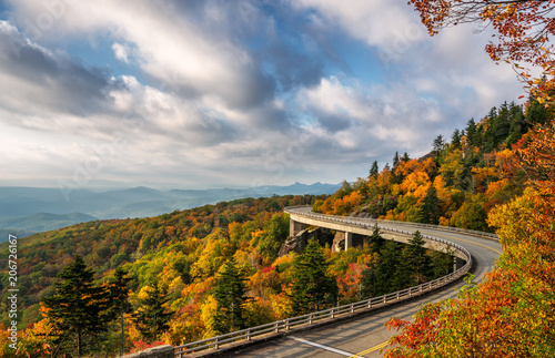 Foto op Canvas Herfst Autumn morning sun on the Blue Ridge Parkway at the Linn Cove Viaduct